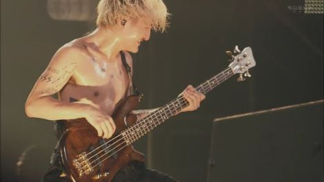 ONE OK ROCK 2015 35xxxv JAPAN TOUR (WOWOW Live 2015.09.27).mkv_20160430_135404.363